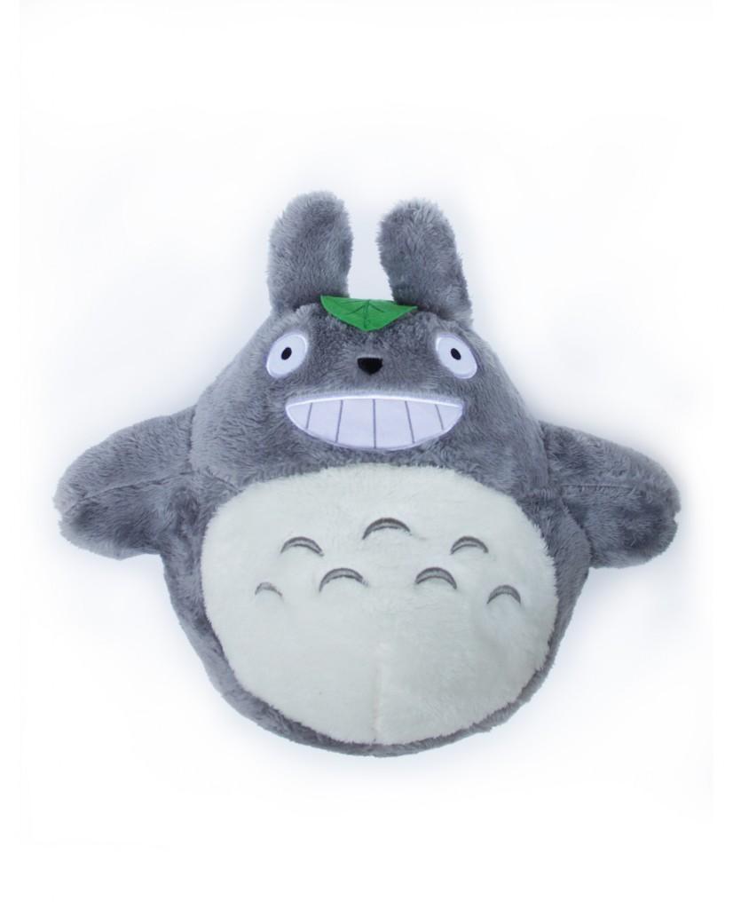Peluche de Totoro Grande, color gris oscuro con la hoja en la cabeza, suavecito y con la cara bordada. El regalo perfecto para los amantes de Totoro