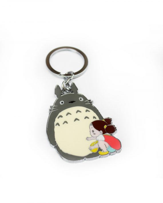 Llavero metálico de Totoro con Mei! Estos dos personajes te abrirán la puerta de tu casa y tu corazón! Es de unos 6cm de largo, práctico y muy bonito.