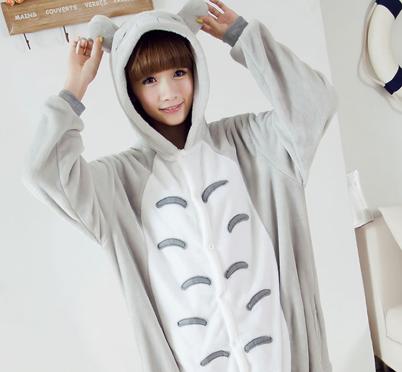kigurumi o disfraz de totoro con el que podrás ir hasta abrigado o utilizar de pijama, con la cara incorporada y se abre con botón click, disfrázate cómodo!es aterciopelado muy divertido para este carnaval!
